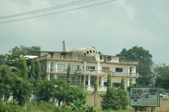 Αμπούζα, Νιγηρία: Abuja, Nigeria - The aeroplane house in Asokoro