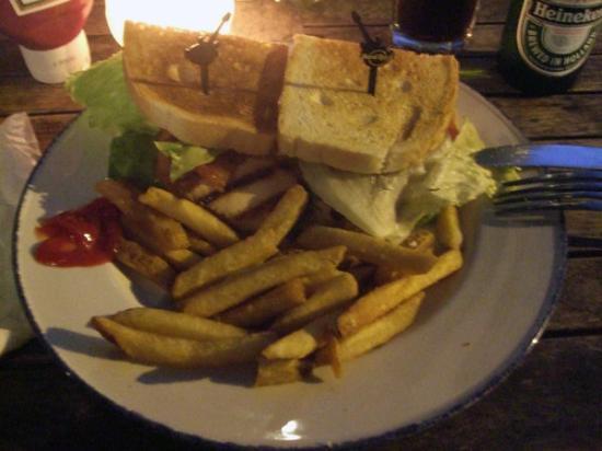 Fries Türen sandwich og heineken på rock café ett av turen beste