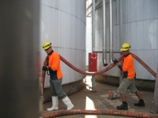 Griffith, ออสเตรเลีย: Carrying the hoses...