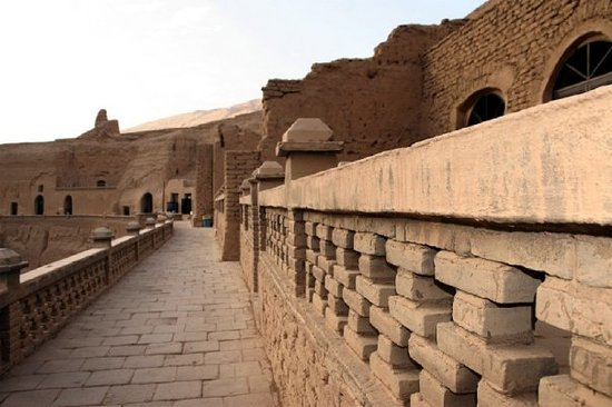 Turpan, จีน: Bezilik Thousand Buddha Caves