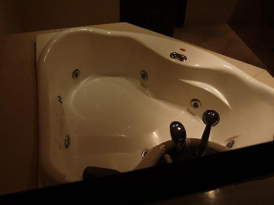 Hotel Royal Amsterdam: the tub