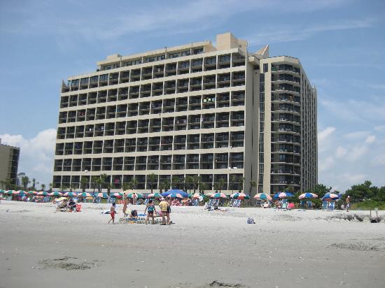 Ocean Reef Resort: Hotel from beach