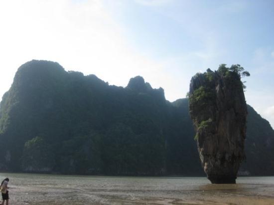 เกาะตะปู: James Bond Island