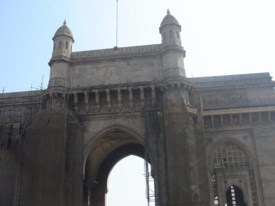 Gateway of India - some small running repairs