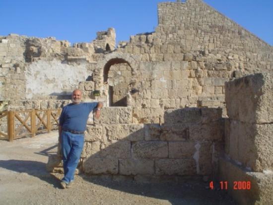 Caesarea, อิสราเอล: Cesarea. La salida del teatro de la ciudad. Hermoso exponente del empuje de esta ciudad romana e