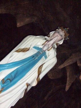 Purwokerto, Indonesia: sweet mother of Jesus.. patung Bunda Maria di Goa Kaliori
