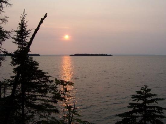 Isle Royale National Park, มิชิแกน: This was taken at Todd Harbor, Isle Royale, MI looking west. The land in the way background is C