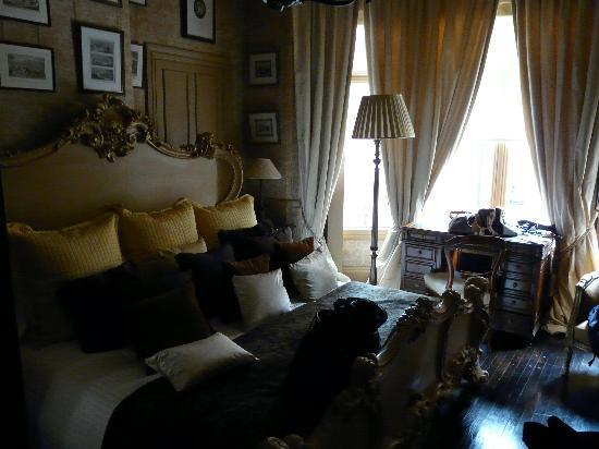 11 Cadogan Gardens: bedroom