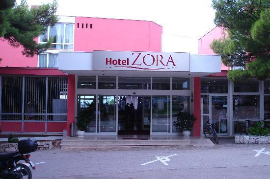 Entr e de l 39 hotel bild fr n hotel zora primosten for Entree hotel