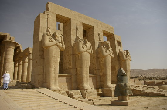 Luxor, Egypten: The 4 statues of Ramses II again