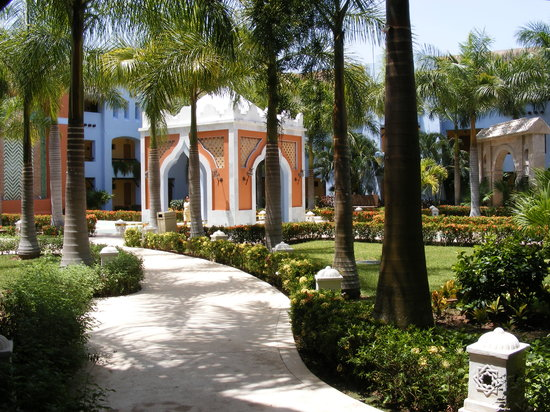Iberostar Paraiso Lindo: courtyards for each building