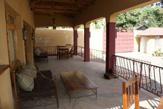 Ahadi Lodge: common area - meals, bar etc