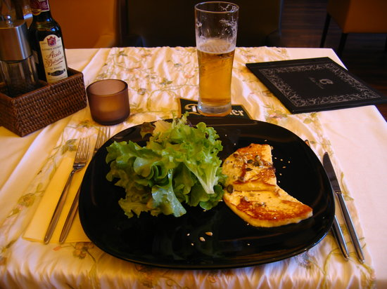Cafe Cathedral: Grilled cheese with salad