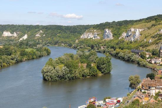 Les Andelys, Frankrig: Looking down on the River Seine from Château-Gaillard