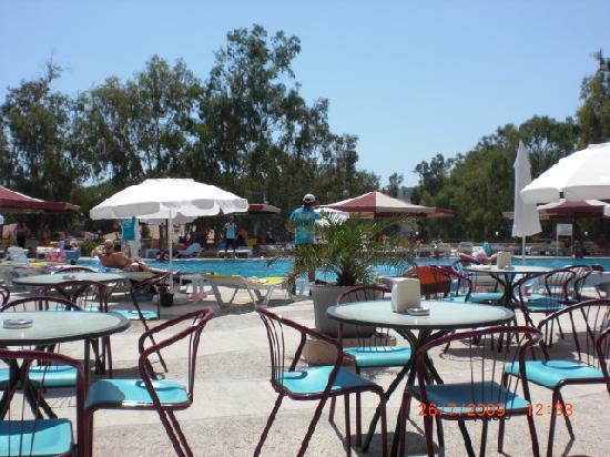 Grand Prestige Hotel & Spa : bij het zwembad kon je je drank halen