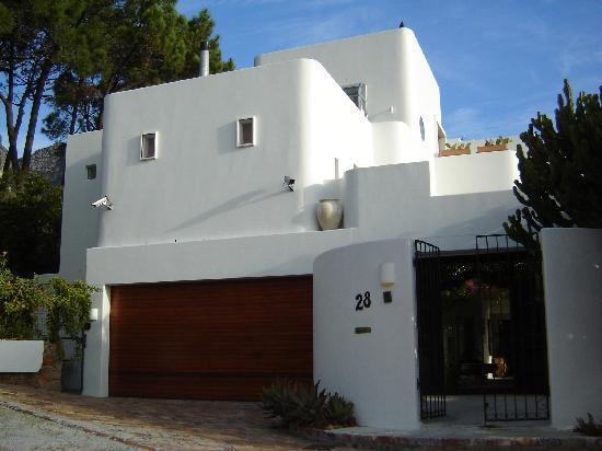 Camps Bay Ridge Guest House: Outside of property