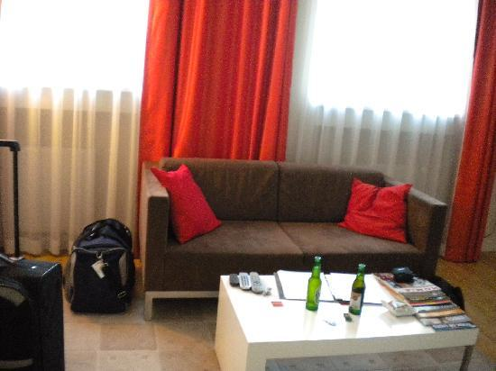 Mamaison Residence Sulekova Bratislava: sofa in the standard studio apartment in Mamaison Bratislava