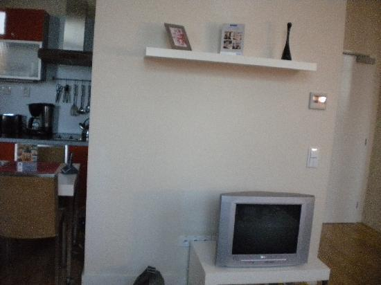 Mamaison Residence Sulekova Bratislava: tv with dvd player in room