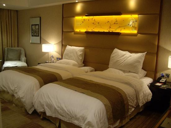 Gehua New Century Hotel: Habitación doble