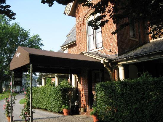 The Sayre Mansion Inn: Entrance to Sayre