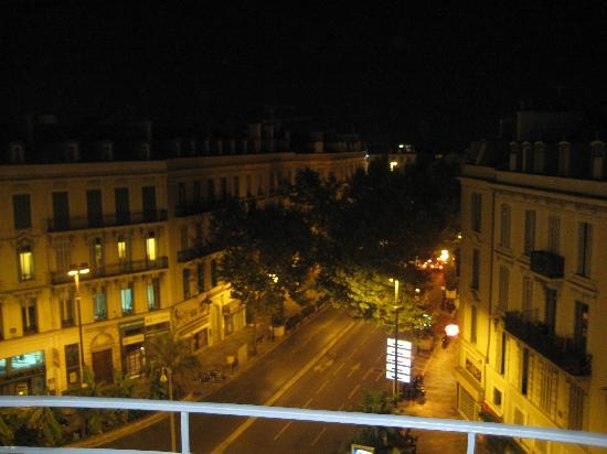 Hotel  Le Cavendish: Picture of city street from hotel balcony