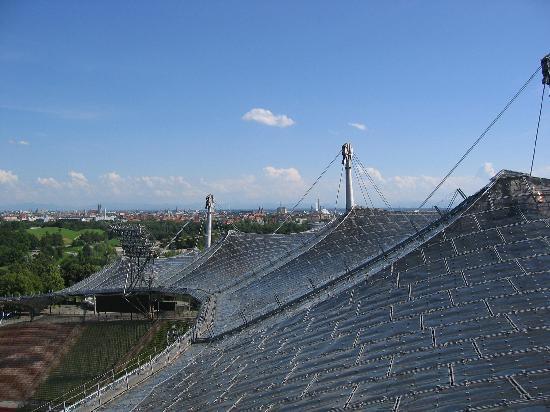 โอลิมเปียปาร์ค: view from atop the roof