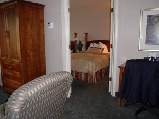 Staybridge Suites Colorado Springs: Looking Into Bedroom