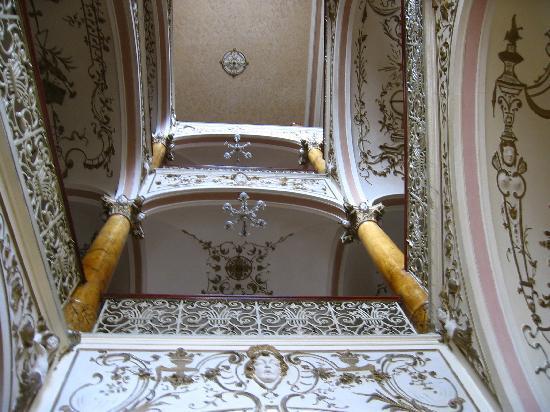 Hotel Slovan: Staircase