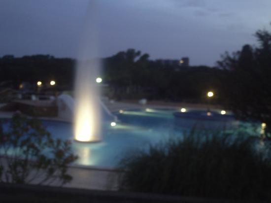 Camping La Siesta - Calella de Palafrugell: the resort pool at night