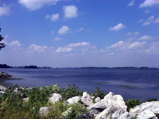 Lake Erie Metropark: South end of Trenton Channel