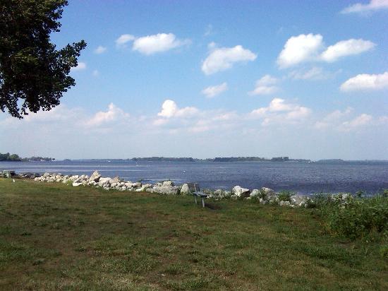 Lake Erie Metropark: Looking North