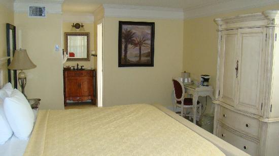 Bayfront Inn: Nice updated room