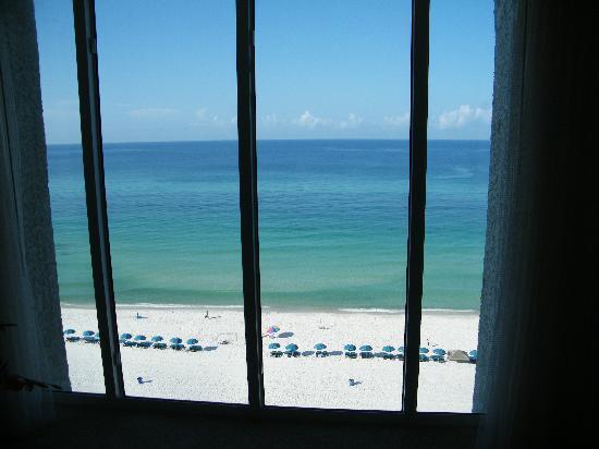 ลองบีชรีสอร์ท: view from the bedroom