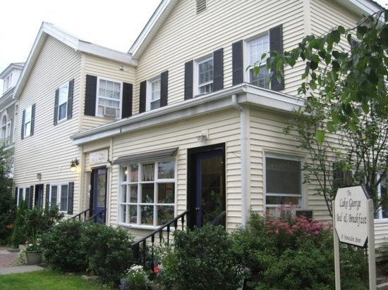 Lake George Bed and Breakfast: The B&B from the outside