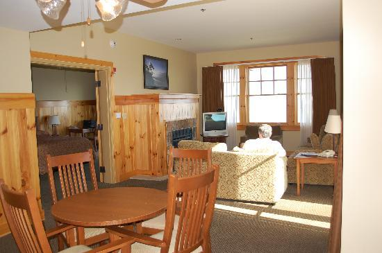 The Lodge at Mount Magazine: one of the four suites
