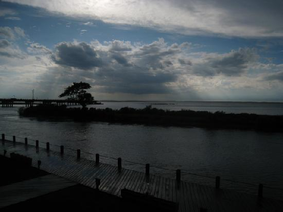 Island Motor Inn Resort : View of the Bay: the sun re-appears after the storm