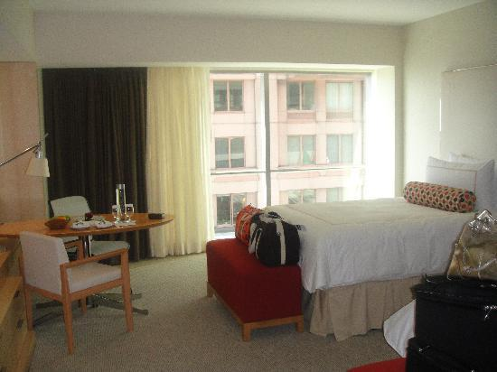 Four Seasons Hotel Seattle: Superior Room with two double beds