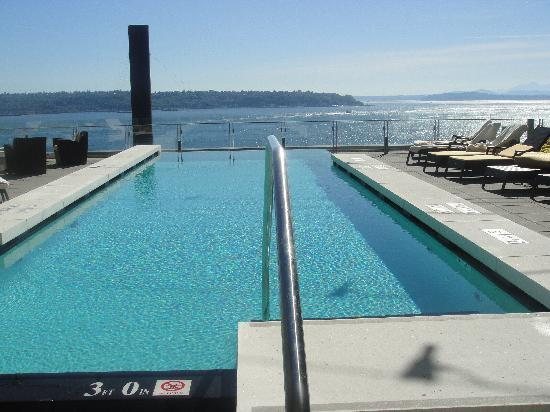 Four Seasons Hotel Seattle: Infinity pool on the 4th floor
