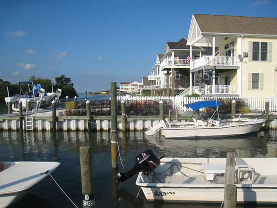 Pulau Chincoteague, VA: View from the Island Inn of the neighboring property