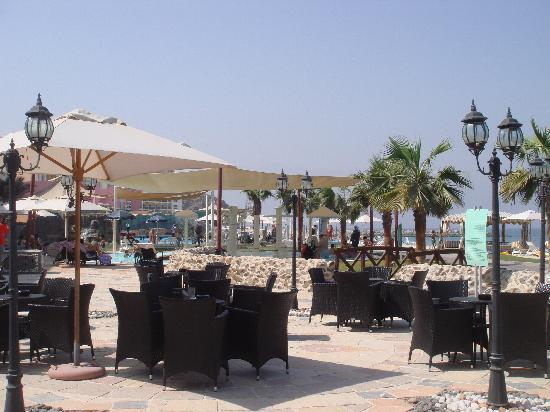 Radisson Blu Resort Fujairah: One of the pool bars
