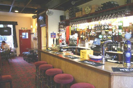 Aberdour Hotel: Cozy Bar