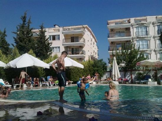Avsar Otel: Pool During Day