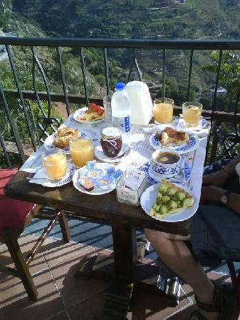 Castelmola, Ιταλία: A breakfast at the Villa Regina