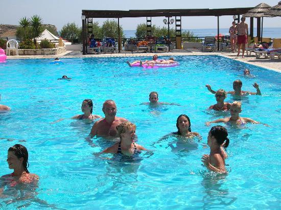 Dimitra Beach Resort Hotel: acqua gyn in piscina