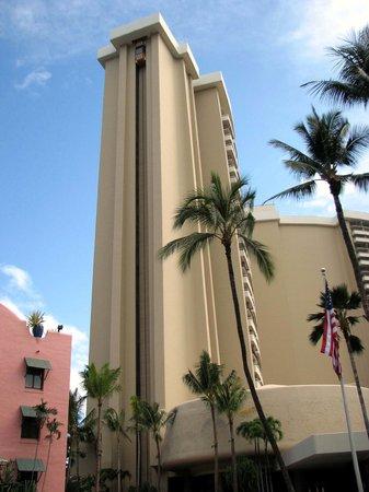 Sheraton Waikiki: View of external elevator