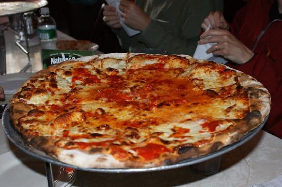 This pizza tour of Chicago will take you through Chicago's favorite neighborhoods as you enjoy the best of Chicago's legendary pizza. Taste a slice of pizza from 4 pizzerias and sample Chicago's signature deep-dish pizza as well as thin crust and Neapolitan styles.