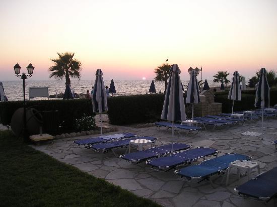 Kefalos Beach Tourist Village: Hotel Pool and Sunset