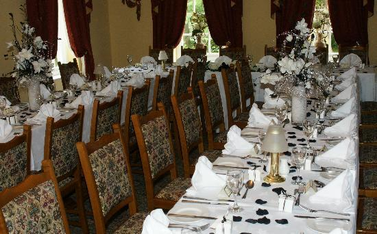 The Gables Hotel: Borders restaurant set out for our wedding
