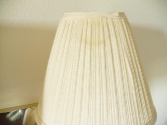 Quality Inn & Suites: stains on lampshade