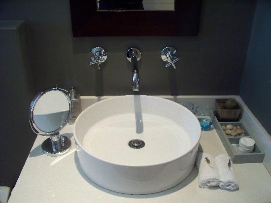 Four Rosmead: Bathroom